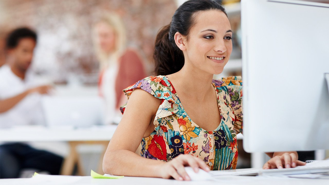 young_woman_working_on_desktop_Banner_Block_1280px