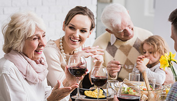 family_meal_grandmother_centerstage_Feature_box_355px