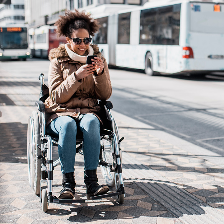 Woman in wheelchair_square&circle_720px