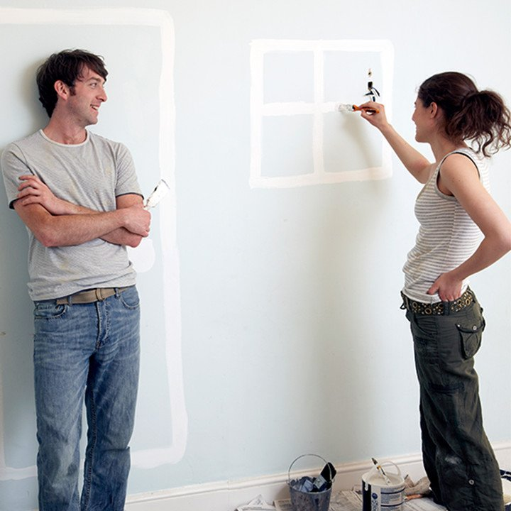 Couple_painting_doors_window_on_wall_square&circle_720px