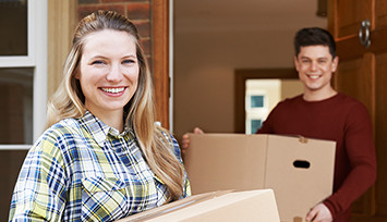 young_couple_moving_with_boxes_Link_block_table_355px