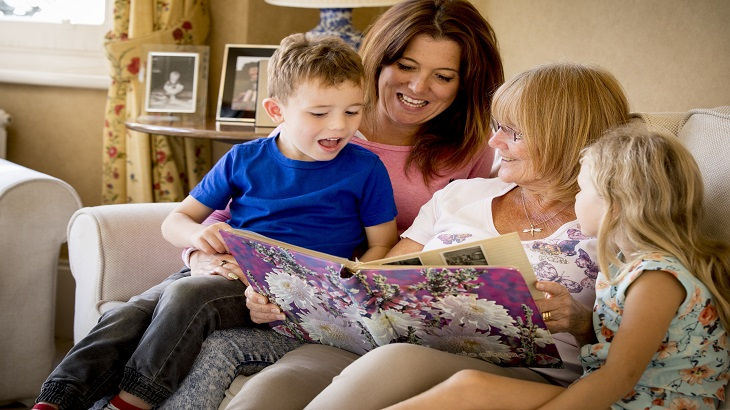insurance - home insurance - images - Family on the sofa